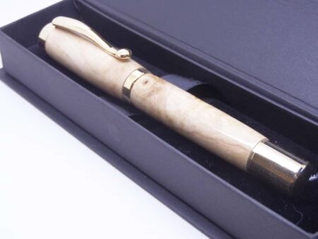 Elegant Fountain Pen Rippled Figure