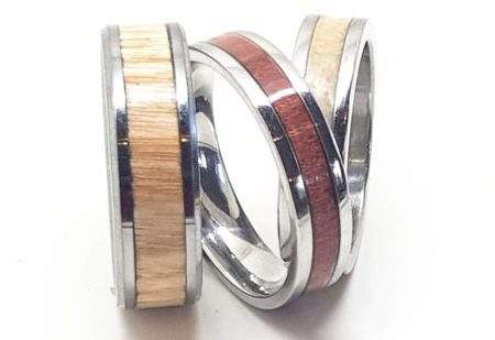 Stainless steel and wood rings for wooden valentin gift